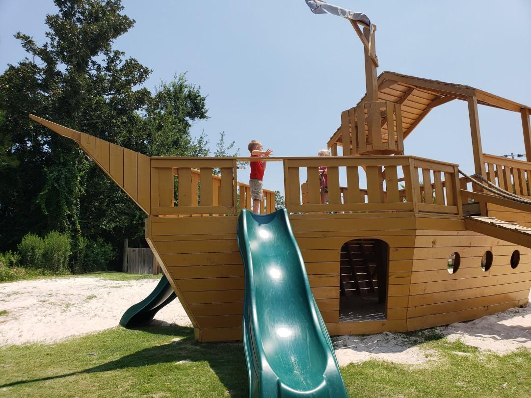 pirate-ship-play-area-GTS-on-the-bay-Orange-Beach